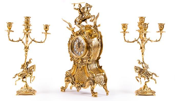 Restauración de metales. candelabros banados en oro