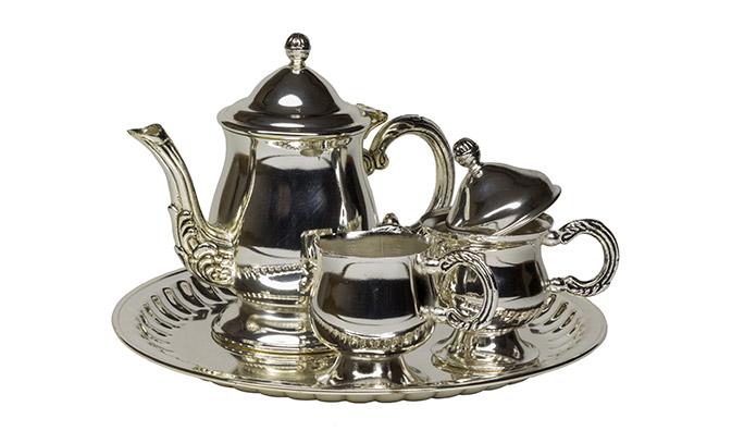 Restauración de metales. juego de cafe banado en niquel brillante